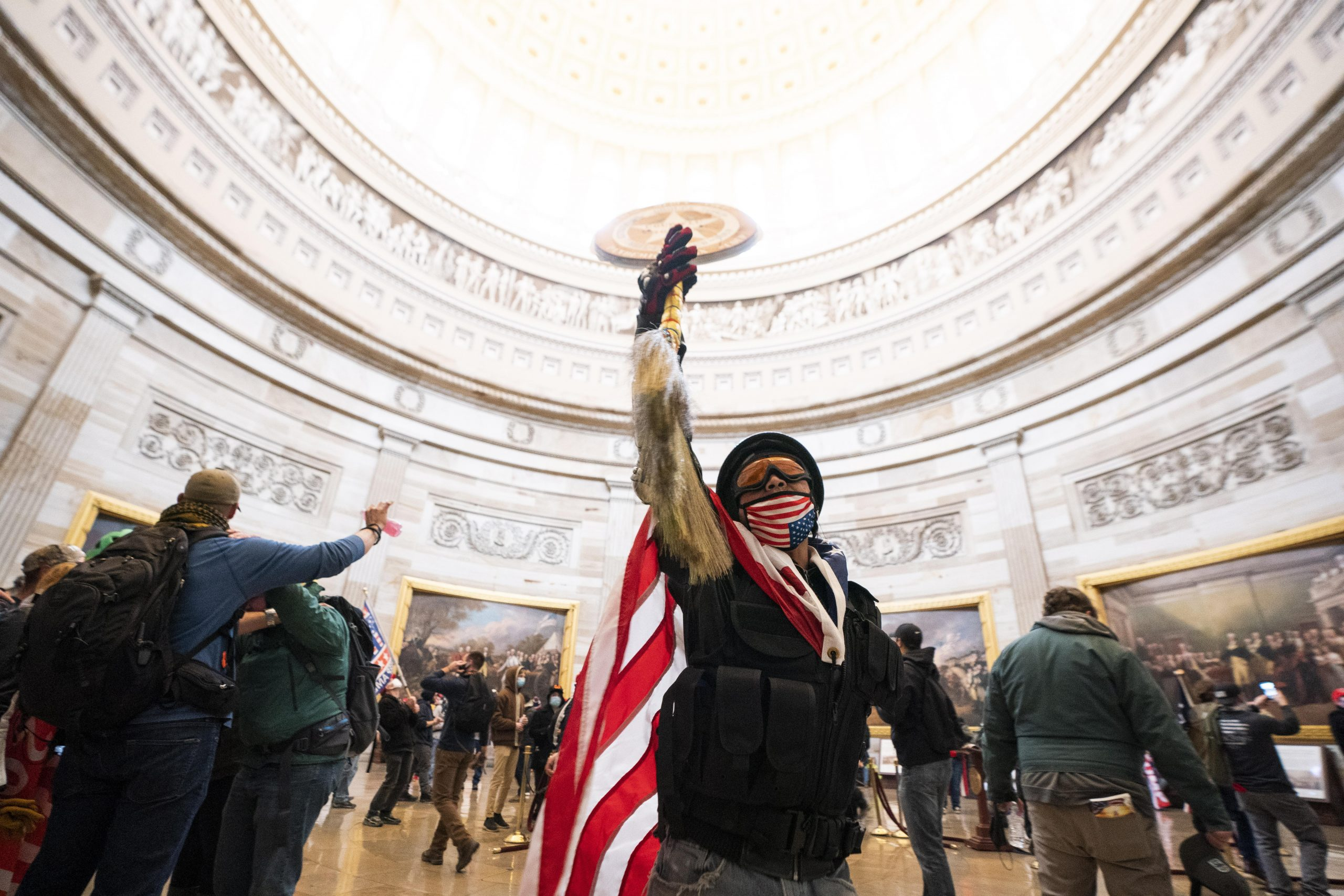ATENCIÓN! Manifestantes pro-Trump ingresaron al Capitolio, algunos armados  | | Q'hubo Medellín