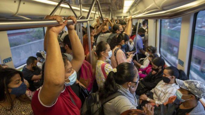 Al metro le autorizaron operar con aforo del 100 %… aunque desde hace rato los vagones se ven repletos - Noticias de Colombia