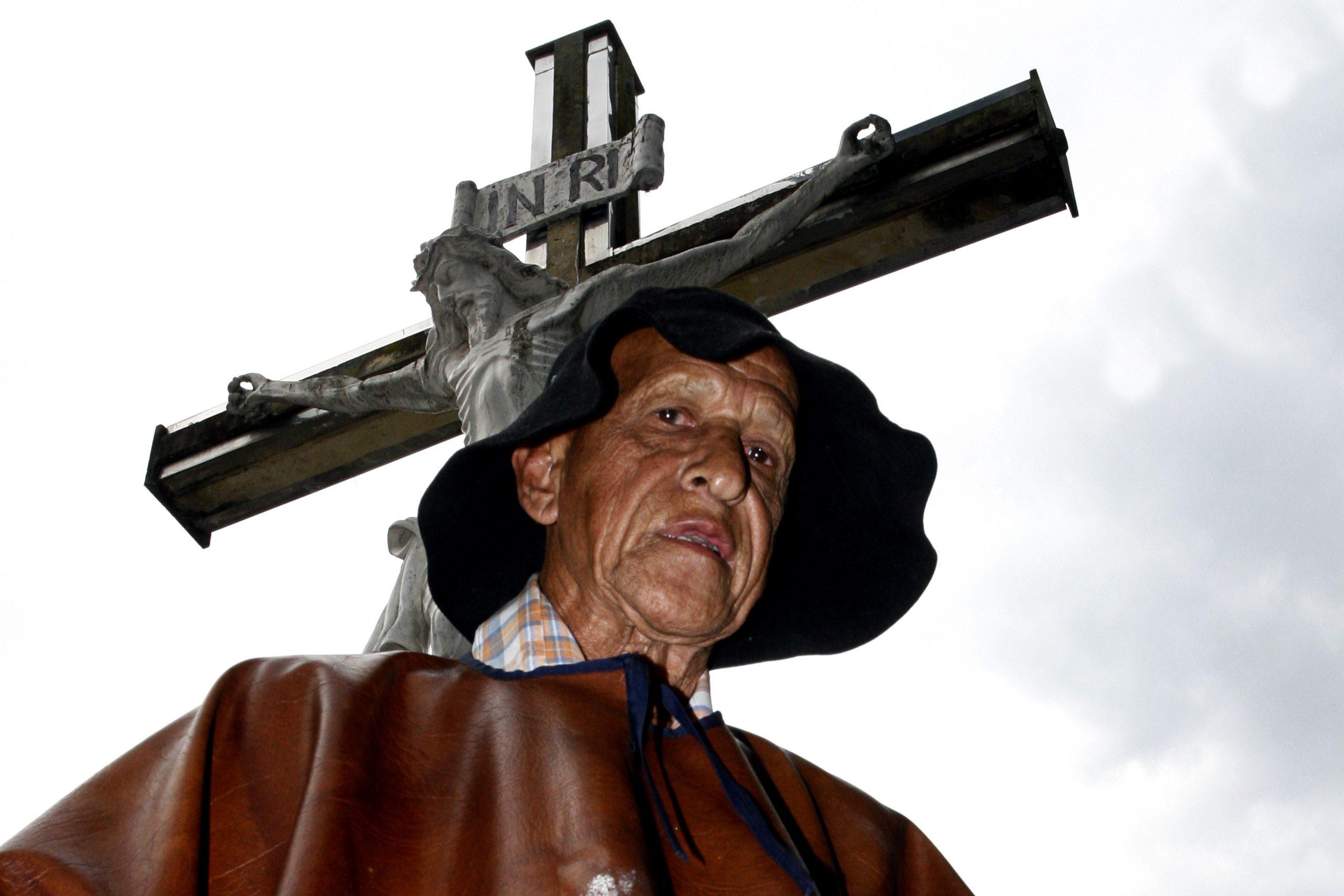 En Copacabana le dieron el último adiós a su animero de toda la vida
