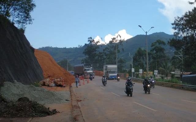 Tras la remoción total del derrumbe, se normalizó el paso en la autopista Norte, a la altura de Copacabana
