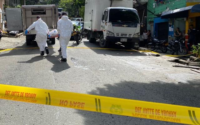 EN FOTOS: Cuerpo de un hombre fue hallado en un andén del barrio Miranda; presentaba varias heridas de arma blanca