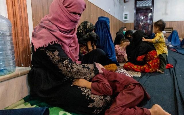 Talibanes permitirán a las niñas volver a clases de secundaria